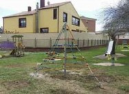 El Ayuntamiento de Villalpando renueva el mobiliario infantil del Parque de Adolfo Suárez